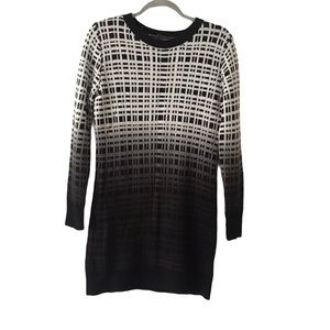 QED LONDON WHITE BLACK OMBRÉ SWEATER DRESS